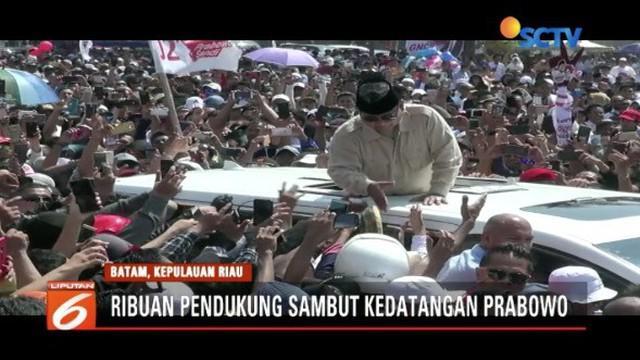 Safari politik di Pekanbaru dan Batam, Prabowo Subianto janji turunkan harga BBM dan stabilkan harga sembako.