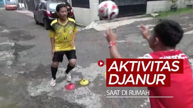 Berita video aktivitas Pelatih Barito Putera, Djadjang Nurdjaman, saat di rumah ketika pandemi virus corona COVID-19. Apa saja kegiatannya?