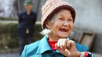 kisah kasih pasangan lansia ini bermula saat ia dan suaminya, Liu Zhaomin bertemu di sebuah panti jompo di Zhenping pada 2012 lalu.