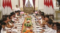 Suasana rapat kabinet paripurna di Istana Merdeka, Jakarta, Kamis (24/10/2019). Dalam rapat kabinet paripurna perdana tersebut  mendengarkan arahan Presiden dan membahas anggaran pendapatan dan  belanja negara tahun 2020. (Liputan6.com/Angga Yuniar)