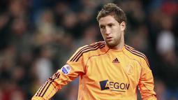 2. Maartin Stekelenburg (Ajax Amsterdam) - Kiper senior asal Belanda ini kembali berseragam tim pertamanya yakni Ajax Amsterdam. Meski berstatus kiper cadangan, namun kiper berusia 38 tahun itu masih berpeluang tampil membela De Amsterdammers di Liga Champions. (AFP/Anoek De Groot)