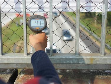 Petugas Ukur Kecepatan Rata-rata Kendaraan
