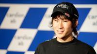 Shoya Tomizawa pembalap perdana yang berhasil memenangkan lomba pada era kelas Moto2 di Sirkuit Losail, Qatar tahun 2010. (Zimbio)