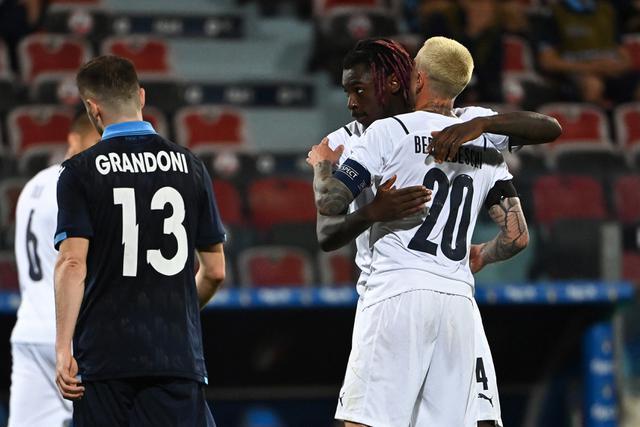 Pemain Italia Federico Bernardeschi merayakan gol ke gawang San Marino (AFP)