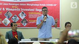 Pengusaha Sandiaga Uno memberikan paparan seputar tantangan dan solusi investasi ilegal di tengah krisis ekonomi pasca virus Covid-19 di Cengkareng, Jakarta Senin (9/3/2020). Kegiatan ini juga bertujuan melawan tawaran investasi ilegal yang merugikan masyarakat. (Liputan6.com/HO/Bon)