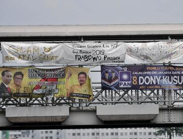 Spanduk dari Karung Bekas ala Pendukung Prabowo-Sandiaga