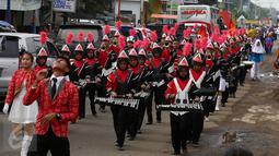 Peserta Drumband mengikuti Kirab Kebangsaan 'Bersatu Kita Teguh' yang digelar di Desa Rancasari, Subang, Jawa Barat, Sabtu (4/3). Kirab Kebangsaan yang diikuti oleh ribuan pemuda ini di gagas Ketua DPP TMP Maruarar Sirait. (Liputan6.com/Johan Tallo)