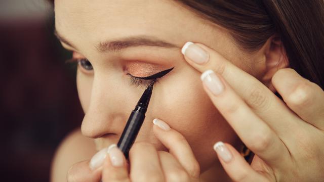 6 Gaya Eyeliner Ini Bisa Ungkap Kepribadianmu - Hot Liputan6.com