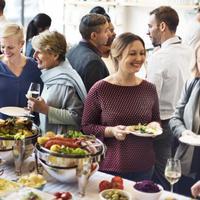 Kenapa makan buffet bisa cepat kenyang? Inilah jawabannya. (Foto : shutterstock)
