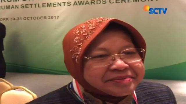 Kota Surabaya memperoleh penghargaan kota hijau dari Global Forum on Human Settlement (GFHS) atau forum global tentang permukiman.
