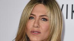"Pose seksi Jennifer Aniston saat menghadiri premiere film "" Mothers Day"" di TCL Chinese Theatre IMAX di Hollywood, California, USA (14/4). (AFP PHOTO/Kevin Musim Dingin)"