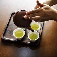 Ilustrasi teh hijau yang bagus untuk hilangkan bekas jerawat. (unsplash.com/Rawpixel).