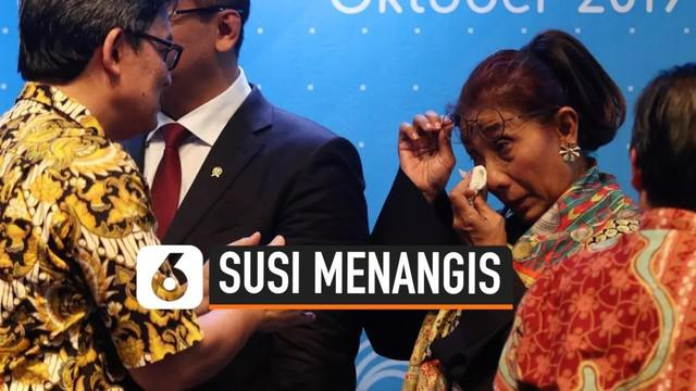Momen haru terjadi saat Susi Pudjiastuti menghadiri acara serah terima jabatan di Kantor KKP, Jakarta (23/10/19). Susi digantikan Edhy Prabowo yang dipilih Jokowi sebagai Menteri Kelautan dan Perikanan.