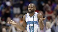 Aksi Kemba Walker saat Hornets kalah dari Sixers pada laga NBA (AP)