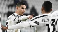 Cristiano Ronaldo dari Juventus melakukan selebrasi setelah mencetak gol dalam pertandingan Liga Italia lawan Crotone, di Allianz Stadium di Turin, Italia, Senin, 22 Februari 2021. (Marco Alpozzi / LaPresse via AP)