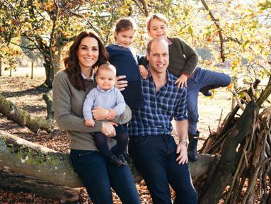 Pangeran William menikahi Kate Middleton pada 29 April 2011. Di tahun 2019 ini pernikahan keduanya telah memasuki tahun ke 9. William dan Kate telah dikaruniai dua orang putra dan satu orang putri.(Kapanlagi/AFP)