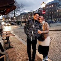 Irwansyah dan Zaskia Sungkar liburan di Belanda. (dok.Instagram @irwansyah_15/https://www.instagram.com/p/Buk8lxKlBAI/Henry