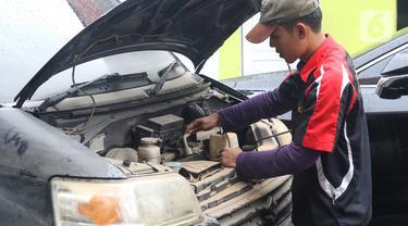 Melihat Proses Perbaikan Mobil Pasca-Terendam Banjir