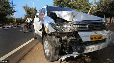 Mobil yang membawa Menlu AS John Kerry. (Daily Mail)