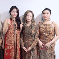 Mamamoo tampil cantik dengan batik (Foto: Instagram Mamamoo)