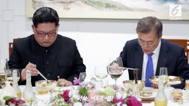 Foto-foto jamuan makan malam antara Kim Jong Un dan Presiden Korea Selatan, Moon Jae In beredar ke publik.