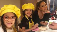 Mariah Carey bersama kedua anak kembarnya (Dok. Instagram/@mariahcarey/https://www.instagram.com/p/BpCNdiQHQcl/Komarudin)