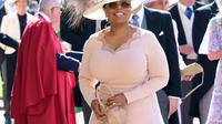 Presenter Oprah Winfrey tiba untuk upacara pernikahan Pangeran Harry dan Meghan Markle di St. George's Chapel, Windsor Castle, Windsor, dekat London, Inggris, Sabtu (19/5). (Ian West/POOL/AFP)