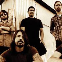Foo Fighters (via wallfor.net)