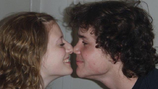 Eskimo Kiss Sehangat Ciuman Mesra Meski Tak Pakai Bibir Lifestyle Liputan6 Com