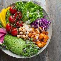 Vegan dan vegetarian sangat berbeda, ini yang harus kamu ketahui antara keduanya. (Foto: Unsplash / @ellaolsson)