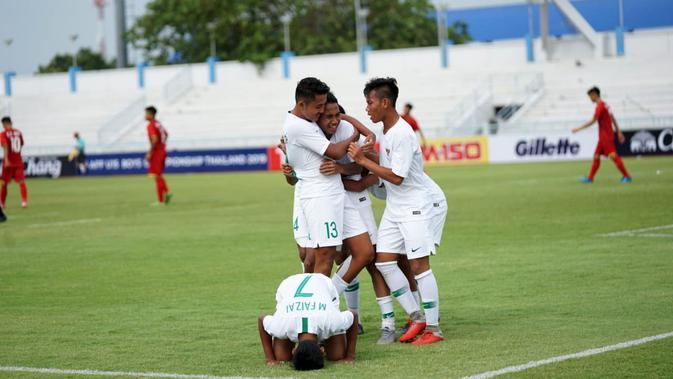 Timnas Indonesia U-15 saat melawan Vietnam pada laga perdana Grup A Piala AFF U-15 2019 di  Institute of Physical Education (IPE), Chonburi, Sabtu (27/7/2019). (Bola.com/Dok. PSSI)