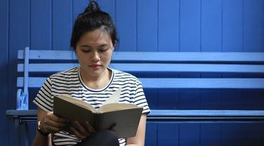 Menikmati Membaca Buku Selama Berjam-jam