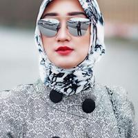 Dian Pelangi adalah desainer muda Indonesia yang berhasil menembus kancah Internasional. (viaintsagram@dianpelangi/Bintang.com)