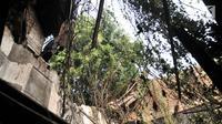 Kondisi bagian atap gedung Galangan VOC pascaambruk di kawasan Kota Tua, Penjaringan, Jakarta, Minggu (3/6). Tidak ada korban jiwa dalam peristiwa tersebut. (Merdeka.com/Iqbal Nugroho)
