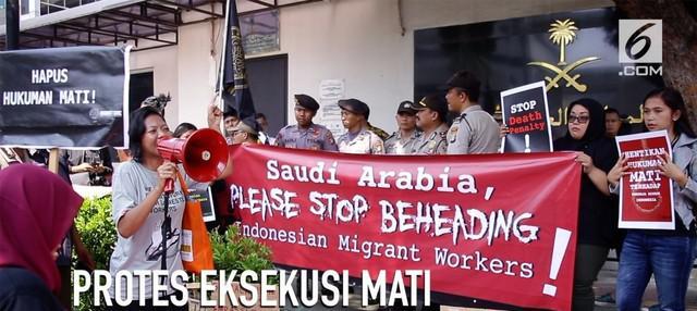 Sejumlah aktivis melakukan aksi demonstrasi di depan Kedutaan Besar Arab Saudi.