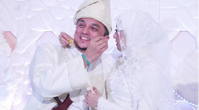 Pemeran cantik Laudya Cynthia Bella resmi menjadi istri dari Engku Emran. Pernikahan keduanya baru saja di gelar sederhana di Kuala Lumpur Malaysia pada Jumat, (8/9) pukul 6.57 waktu setempat. (Instagram/noradanish)