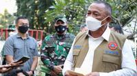 Kepala BNPB Ganip Warsito melakukan wawancara singkat dengan media di RSDC Wisma Atlet Kemayoran, Jakarta, Rabu (26/5/2021). (Tim Komunikasi Satgas COVID-19)