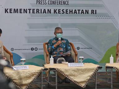 Kepala Biro Komunikasi dan Pelayanan Masyarakat Widyawati, Direktur Jenderal Pencegahan dan Pengendalian Penyakit Kemenkes Achmad Yurianto dan Wakil Direktur LPPOM MUI Muti Arintawati dalam talkshow soal update Vaksin Covid-19 di Kemenkes, Jakarta, Senin (19/10/20). (Liputan6.com/Herman Zakharia)