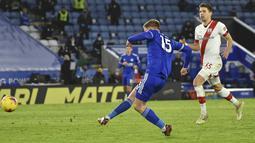 Gelandang Leicester City, Harvey Barnes mencetak gol kedua untuk timnya ke gawang Southampton pada pekan ke-19 Liga Inggris di King Power Stadium, Minggu (17/1/2021) dini hari WIB.  Leicester City menang 2-0, sekaligus menggeser Liverpool dari urutan kedua klasemen. (AP Photo / Rui Vieira, Pool)
