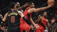 Aksi CJ McCollum (Baju merah) saat Blazers kalahkan Cavaliers (AP)