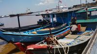 Perahu nelayan yang diduga membawa bom ikan. (Liputan6.com/Raden AMP)
