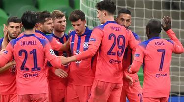 Pemain Chelsea merayakan gol yang dicetak Timo Werner ke gawang Krasnodar pada laga lanjutan Liga Champions 2020/2021 di Krasnodar Stadium, Kamis (29/10/2020) dini hari WIB. Chelsea menang 4-0 atas Krasnodar. (AFP/Kirill Kudryavtsev)