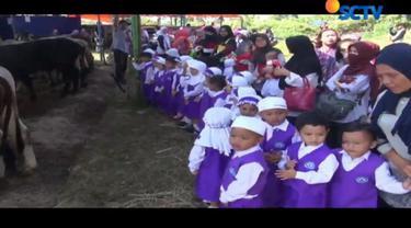 Menjelang Hari Raya Iduladha, tempat penjualan hewan kurban di Cianjur, Jawa Barat, dipenuhi anak-anak usia dini.