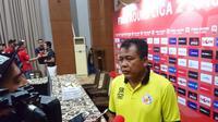 Pelatih Semen Padang, Syafrianto Rusli (istimewa).
