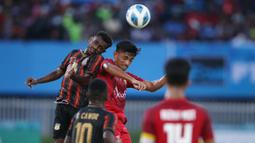 Pertandingan yang digelar di stadion Mandala, Kota Jayapura ini berlangsung dengan tempo yang cepat. Kedua tim sama-sama tampil menyerang demi meraih medali emas. (PB PON XX Papua/Chaarly Lopulua)