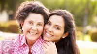 Ingin hidup rukun dan bersahabat dengan ibu mertua? Ini caranya.