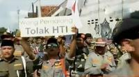 Short Desc  Massa GP Ansor gelar aksi unjuk rasa membubarkan HTI. Sementara, Anies Baswedan hadiri konser dangdut di Indosiar (Liputan 6 SCTV)