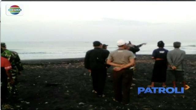 Lakukan ritual di Pantai Paseban, Jawa Timur, dua warga Probolinggo tewas terseret ombak dan seorang lainnya hilang.