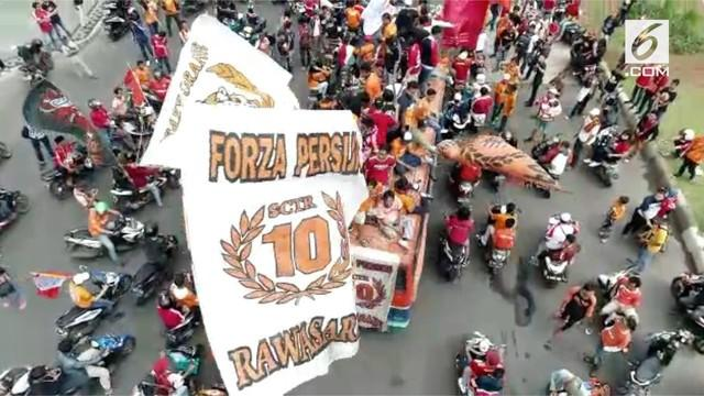 Ribuan Jakmania gelar konvoi untuk merayakan kemenangan Persija Jakarta dalam Liga 1 Indonesia 2018.