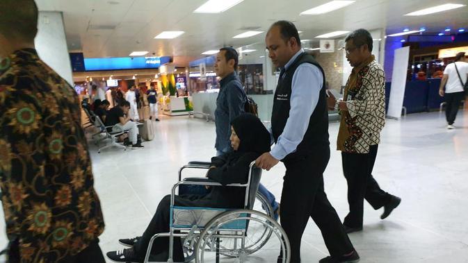 KJRI Jeddah di Arab Saudi memulangkan pekerja migran Indonesia yang menderita kanker usus. (KJRI Jeddah)